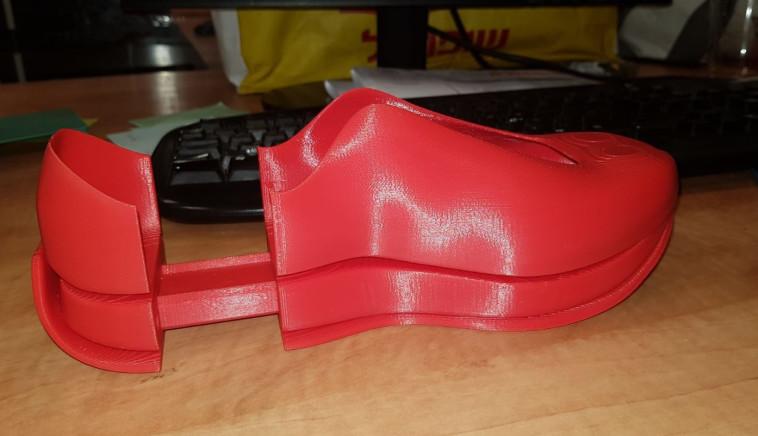הנעל שפיתחו בני הנוער מנתניה (צילום: עמותת יוניסטרים)