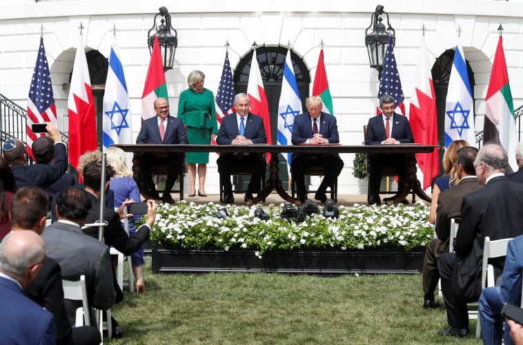 החתימה על הסכמי השלום בבית הלבן (צילום: רויטרס)