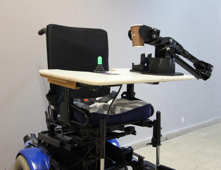 זרוע רובוטית (צילום: בית חולים אלי''ן)