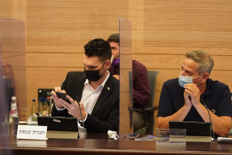 ח''כ ניצן הורוביץ וח''כ עידן רול בוועדת החוקה (צילום: שמוליק גרוסמן, דוברות הכנסת)