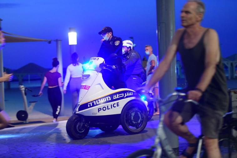 אכיפה משטרתית מוגברת בטיילת (צילום: אבשלום ששוני)