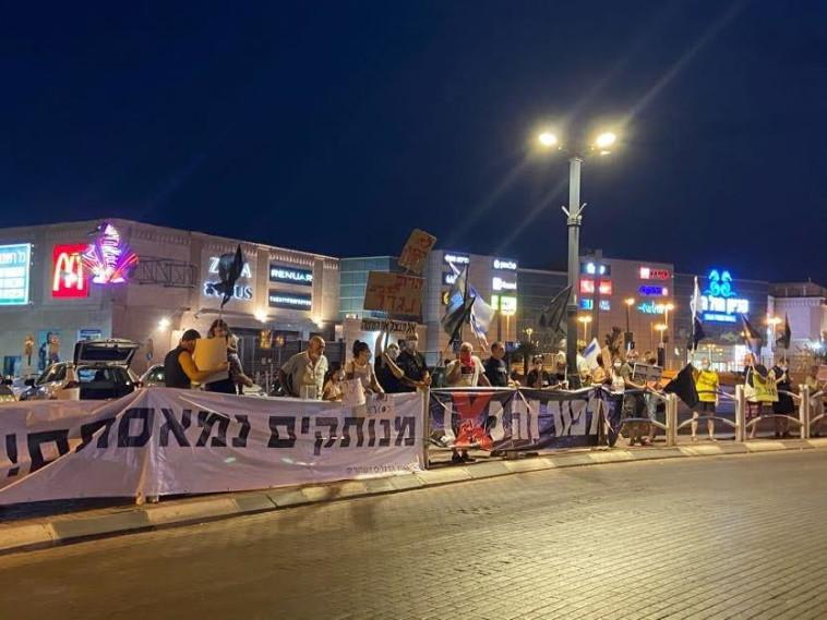 הפגנות הדגלים השחורים ברחבי הארץ (צילום: אבשלום ששוני)