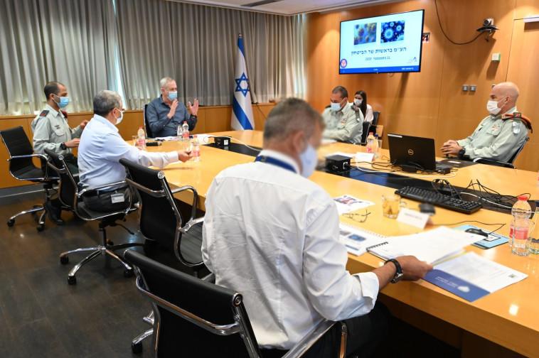 הערכת מצב ביטחונית - קורונה (צילום: אריאל חרמוני, משרד הביטחון)
