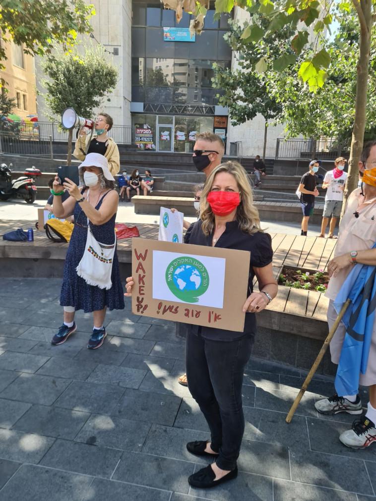 ח''כ מיקי חיימוביץ בהפגנה בכיכר ציון, ירושלים (צילום: לשכת ח''כ מיקי חיימוביץ')
