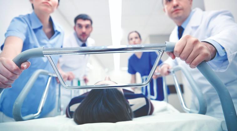 רופאים בבית חולים, אילוסטרציה (צילום: אינגאימג')