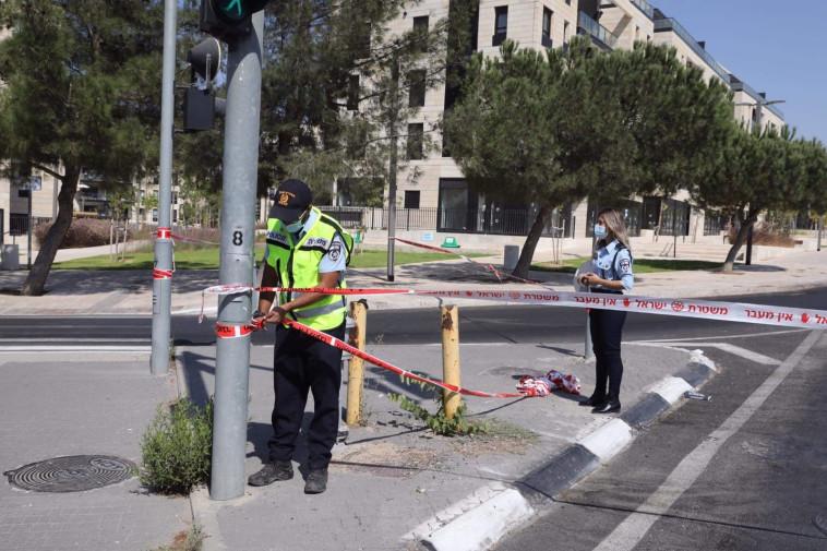 המשטרה אוכפת את הסגר ופורסת מחסומים (צילום: מארק ישראל סלם)