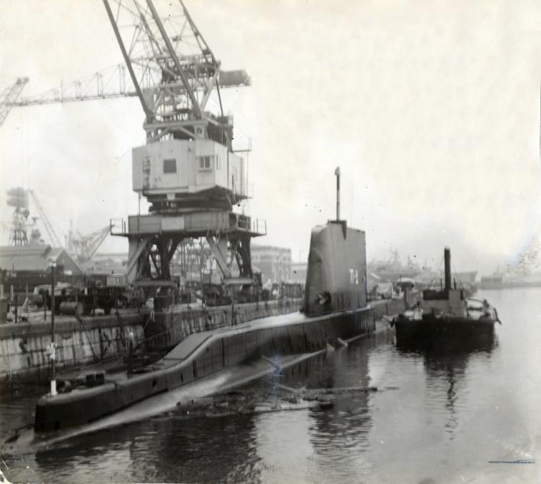 הצוללת אח''י דקר בנמל פורטסמות', 1968 (צילום: דובר צה''ל)