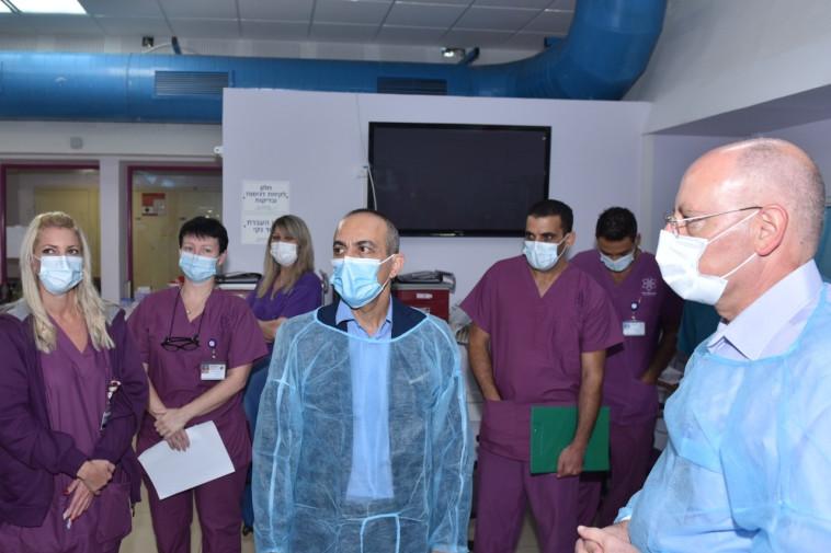 פרופ' גמזו בביקור במרכז הרפואי גליל (צילום: אלי כהן)