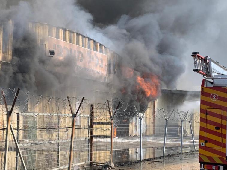 השריפה במפעל הכלים החד פעמיים (צילום: תיעוד מבצעי כבאות והצלה לישראל)