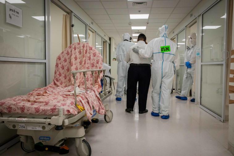 מחלקת קורונה בבית חולים, אילוסטרציה. לבית החולים המצולם אין קשר לנאמר בכתבה (צילום: נתי שוחט, פלאש 90)