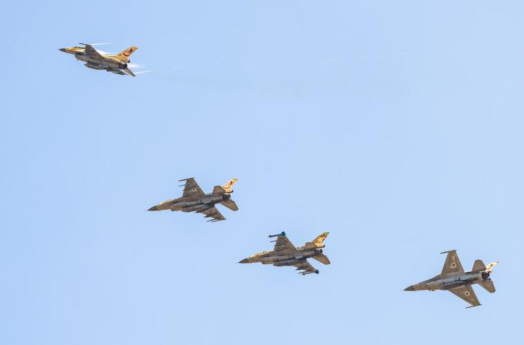 מפגן אווירי לרגל סגירת טייסת 117 (צילום: דובר צה''ל)