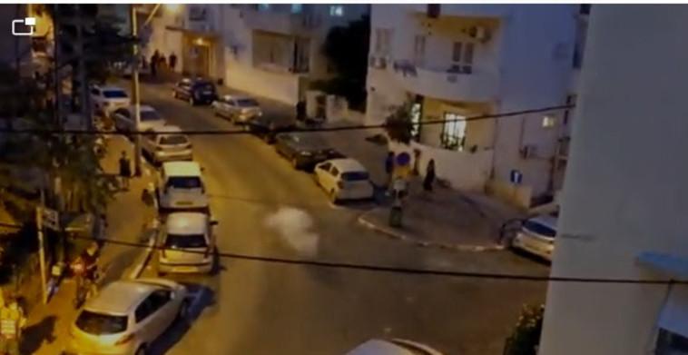 חזיז נזרק לעבר מפגינים בשכונת הדר שבחיפה (צילום: תום בר גל)