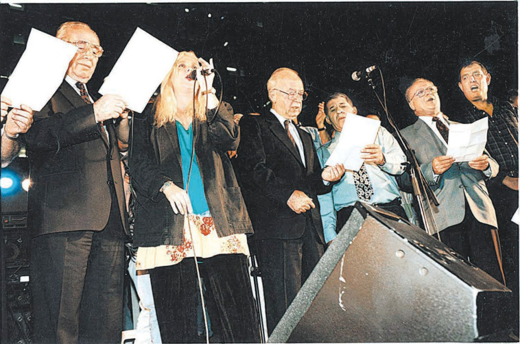 רבין בעצרת בה נרצח (צילום: נעם וינד)