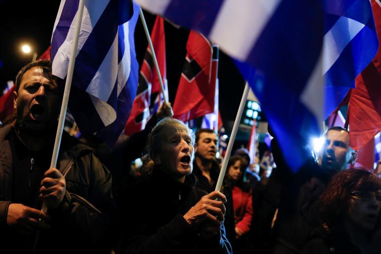 יוון: תומכי מפלגת ''שחר הזהב'' (צילום: REUTERS/Costas Baltas)