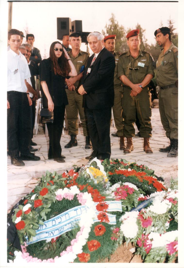 איתן הבר בהלוויתו של יצחק רבין ז''ל (צילום: ראובן קסטרו)