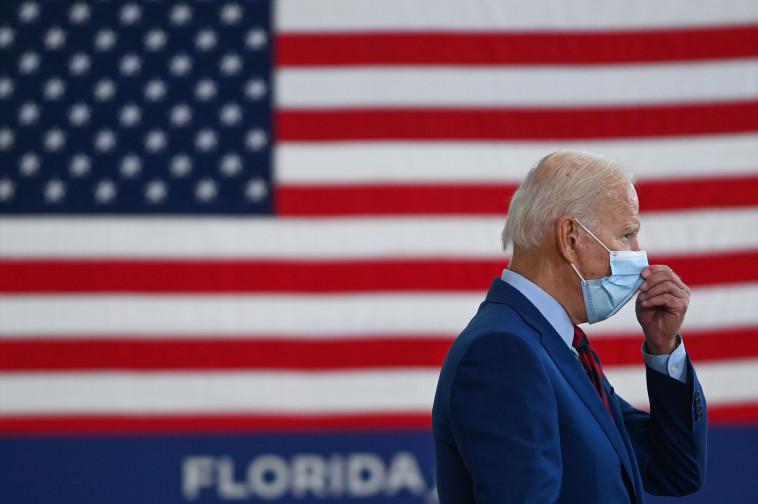 ביידן: ינצח בעזרת הקורונה? (צילום: ROBERTO SCHMIDT/AFP via getty images)