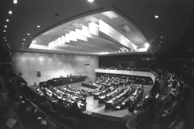 מליאת הכנסת בדיון על הסכם השלום (צילום: יעקב סער, לע''מ)