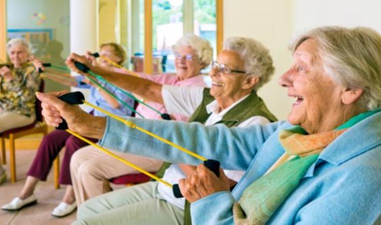 קשישות בבית אבות (צילום: Shutterstock)