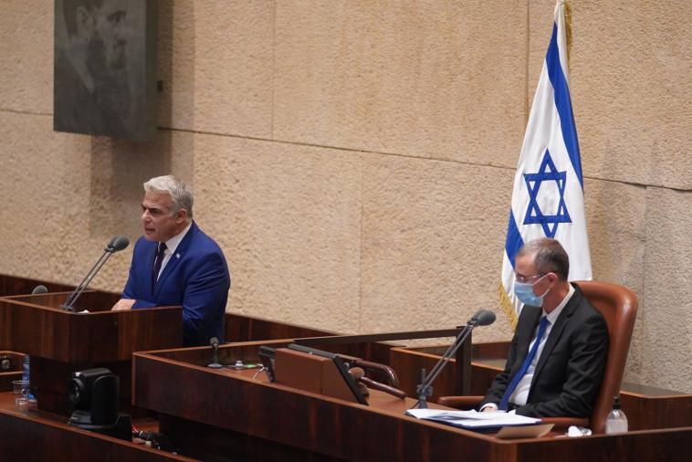 יאיר לפיד בדיון על ההסכם עם איחוד האמירויות  (צילום: דוברות הכנסת, גדעון שרון)