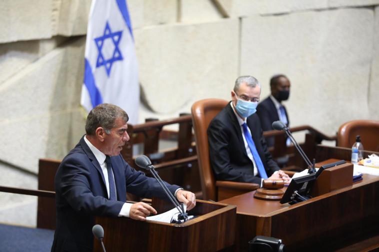 גבי אשכנזי בדיונים על ההסכם עם האמירויות (צילום: דוברות הכנסת, גדעון שרון)