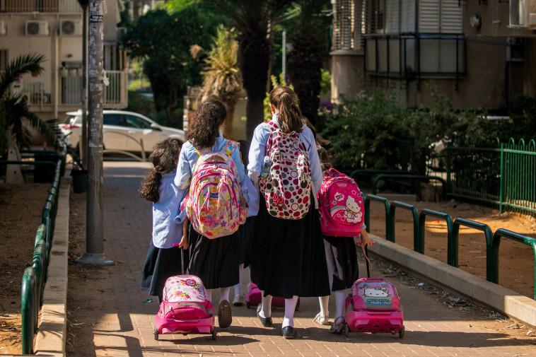 תלמידות בית ספר בבני ברק, ארכיון (למצולמות אין קשר לנאמר בכתבה) (צילום: יוסי אלוני, פלאש 90)