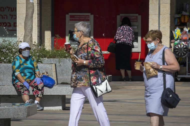 קורונה - נשים עם מסכה בירושלים (למצולמות אין קשר לנאמר בכתבה) (צילום: אוליבייר פיטוסי, פלאש 90)