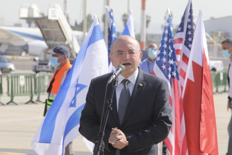ראש המל''ל מאיר בן שבת לפני ההמראה לבחריין (צילום: מארק ישראל סלם)