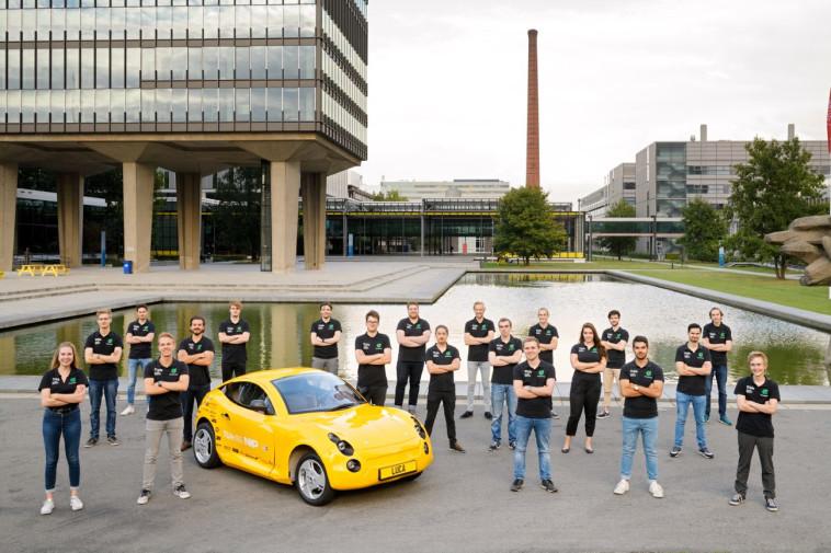 קבוצת הסטודנטים מהולנד והרכב ''לוקה'' (צילום: Bart van Overbeeke Fotografie)