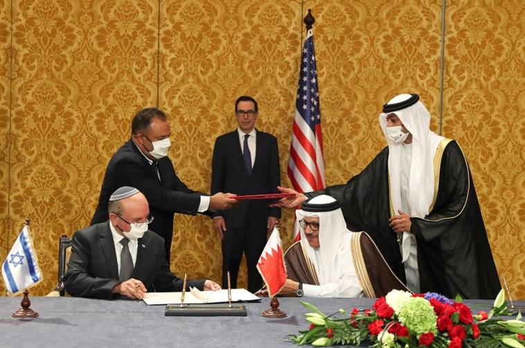 חתימת ההסכם בבחריין (צילום: רויטרס / רונן זבולון)
