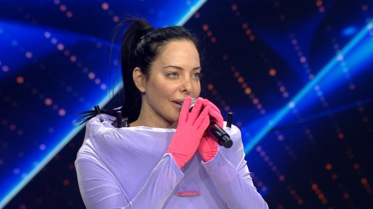 הזמר במסכה - מיכל אמדורסקי (צילום: צילום מסך)