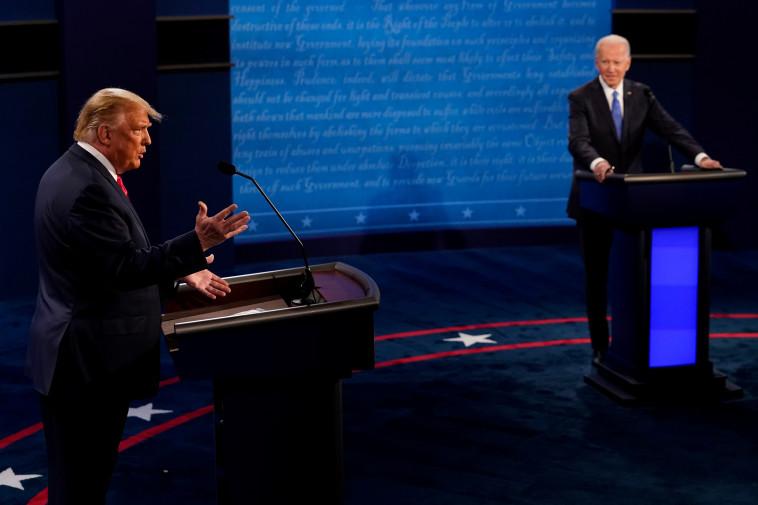 דונלד טראמפ וג'ו ביידן בעימות השני בנאשוויל (צילום: Morry Gash/Pool via REUTERS)