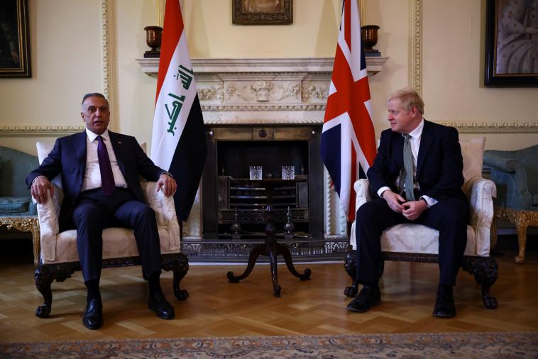 ראש ממשלת עיראק, מוסטפא אל-כאזימי, עם בוריס ג'ונסון, השבוע (צילום: REUTERS/Henry Nicholls)