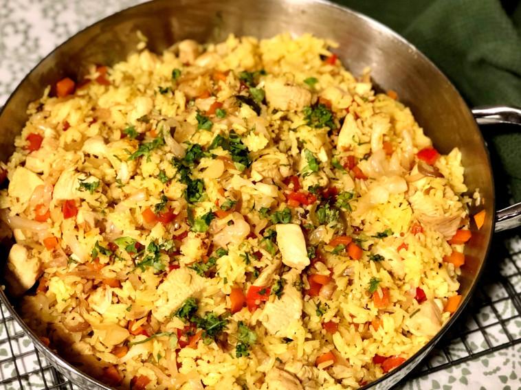 אורז עם ירקות וקוביות עוף (צילום: פסקל פרץ-רובין)