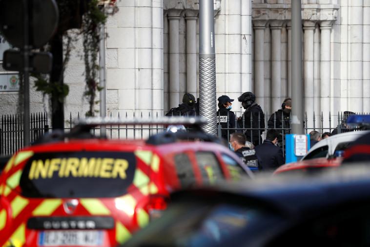 זירת פיגוע הטרור בניס (צילום: REUTERS/Eric Gaillard)