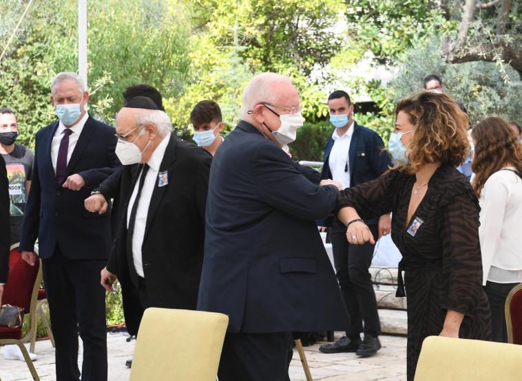 הנשיא עם נכדתו של רבין ז''ל (צילום: מארק ניימן, לע''מ)