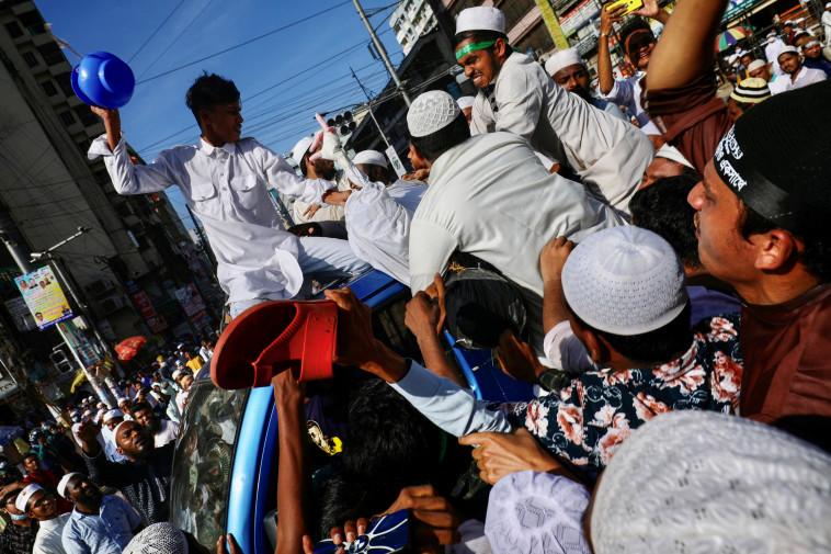 הפגנות בבנגלדש נגד מקרון (צילום: רויטרס)
