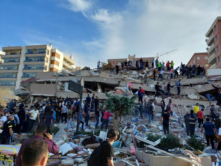 רעידת האדמה באיזמיר, טורקיה (צילום: Reuters/TUNCAY DERSINLIOGLU)