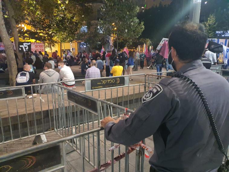 הפגנה נגד בנימין נתניהו בכיכר ציון בירושלים (צילום: דוברות המשטרה)