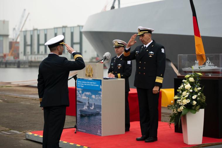 אלוף אלי שרביט .(מימין), מפקד חיל הים, בטקס בגרמניה (צילום: דובר צה''ל)