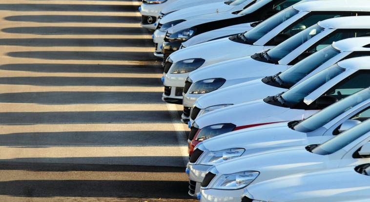 רכבים חונים (צילום: רויטרס)