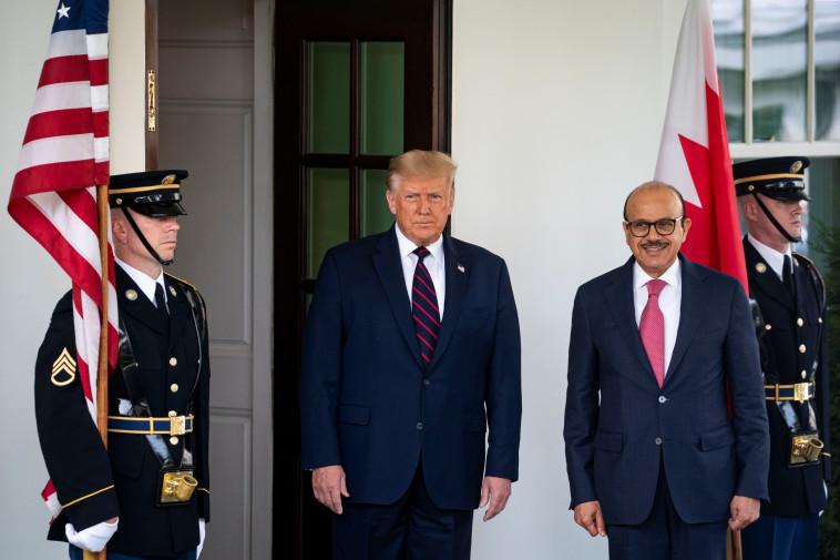 שר החוץ הבחרייני עם טראמפ בבית הלבן (צילום: REUTERS/Al Drago)