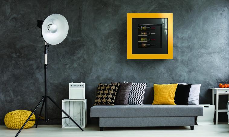 מיני מקרר יין במראה תמונה על הקיר, MILANO SMART LIVING. מחיר החל מ: 9,000 שקלים. צילום:  יח''צ (צילום: יח''צ)