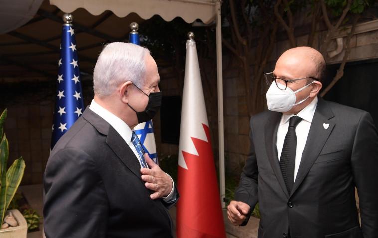 נתניהו ושר החוץ הבחרייני א-זיאני (צילום: לע''מ)