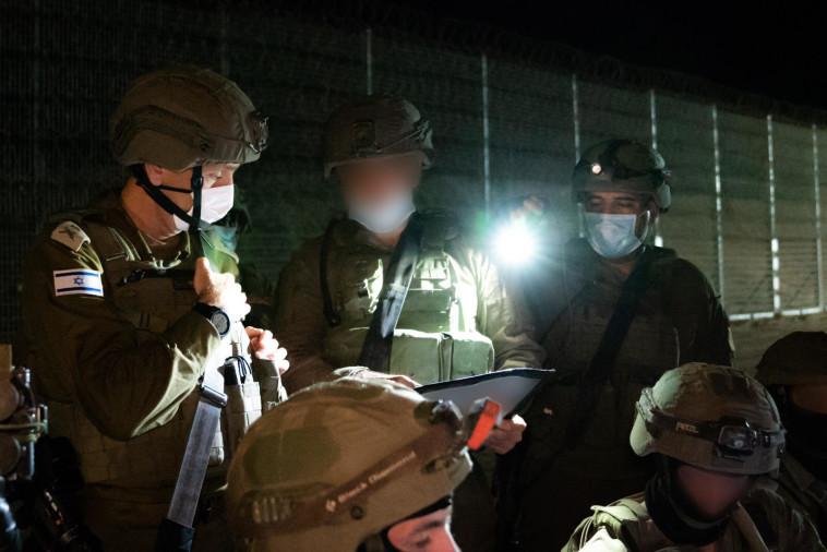 כוחות צה''ל בגבול רצועת עזה (צילום: דובר צה''ל)