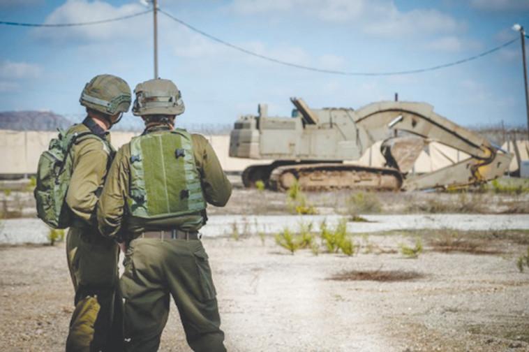 חיילי צה''ל בגבול הצפון, סמוך לזירת המטענים (צילום: דובר צה''ל)