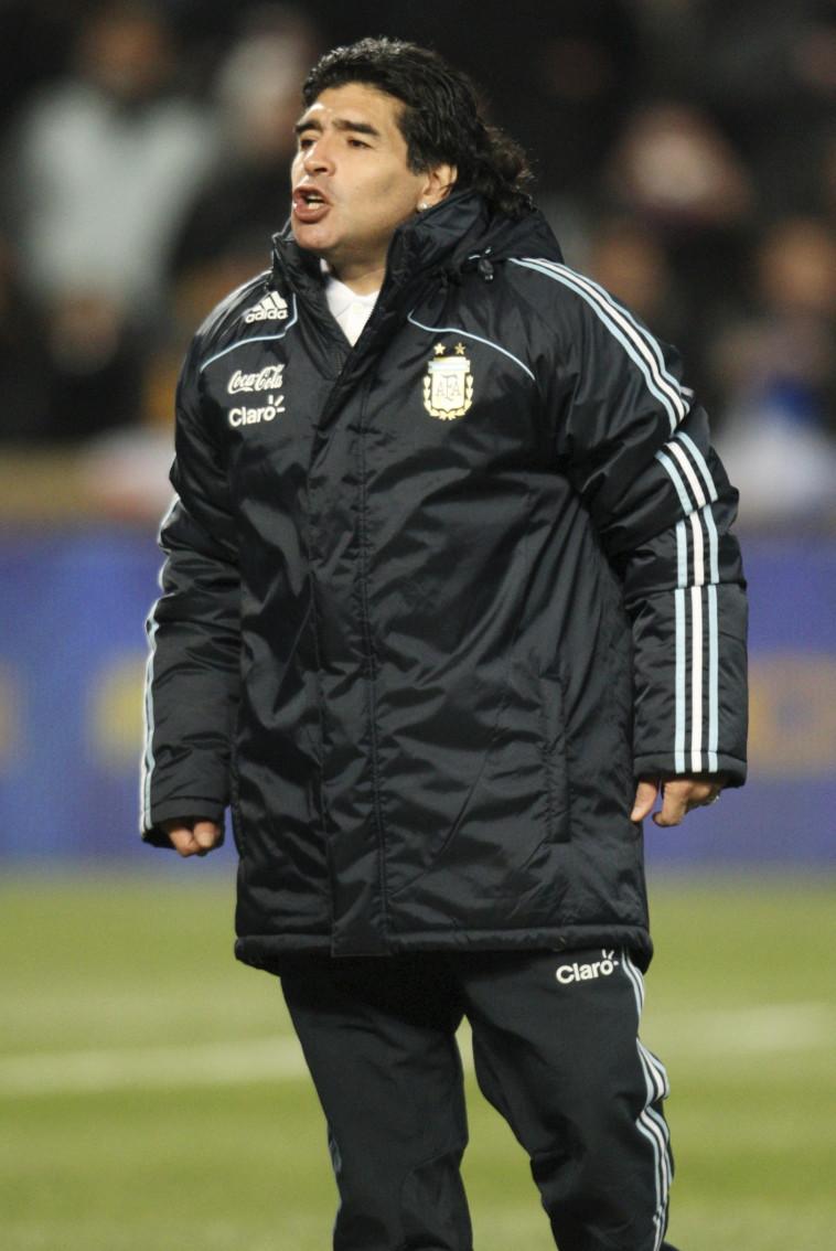 מראדונה כמאמן נבחרת ארגנטינה (צילום: Reuters/Andrew Couldridge)