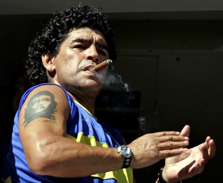 לא נודע בזכות אורח חייו הבריא, מראדונה (צילום: Reuters/Marcos Brindicci)