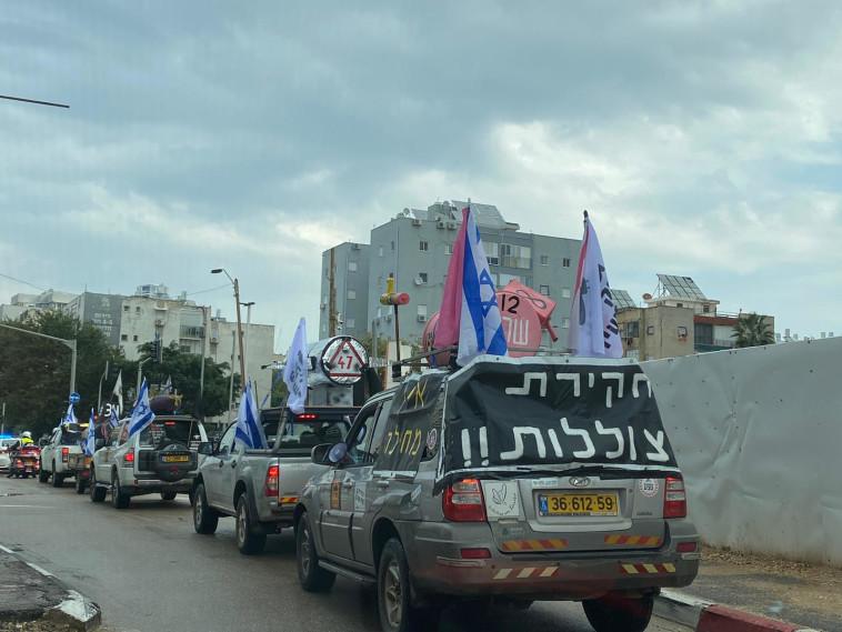 שיירת הצוללות (צילום: דוברות מחאת הדגלים השחורים)