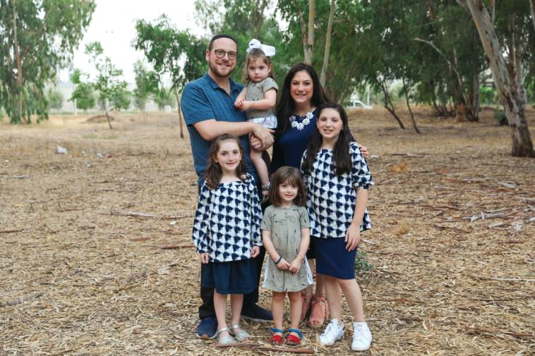 שרינה ומשפחתה (צילום: פרטי)