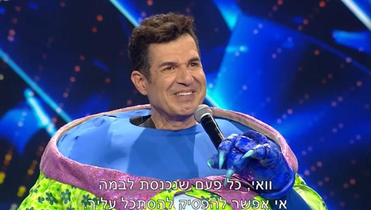 איציק כהן בזמר במסכה (צילום: צילום מסך: קשת 12)